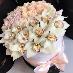 Нежные орхидеи и розы в коробке R787