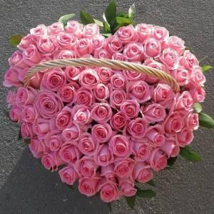 Корзина 101 розовая роза в форме сердце R1956