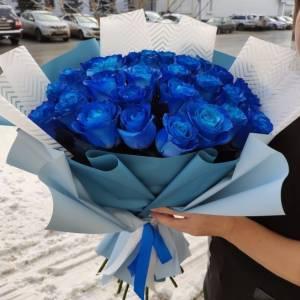 Букет 25 синих роз с оформлением R669