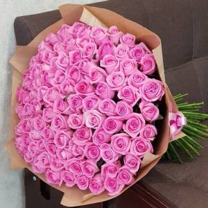 101 розовая роза, цветы в крафте R882
