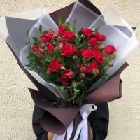 Букет 9 веток красной кустовой розы R419