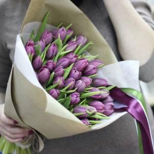 Букет 39 светло-сиреневых тюльпанов в крафте R001
