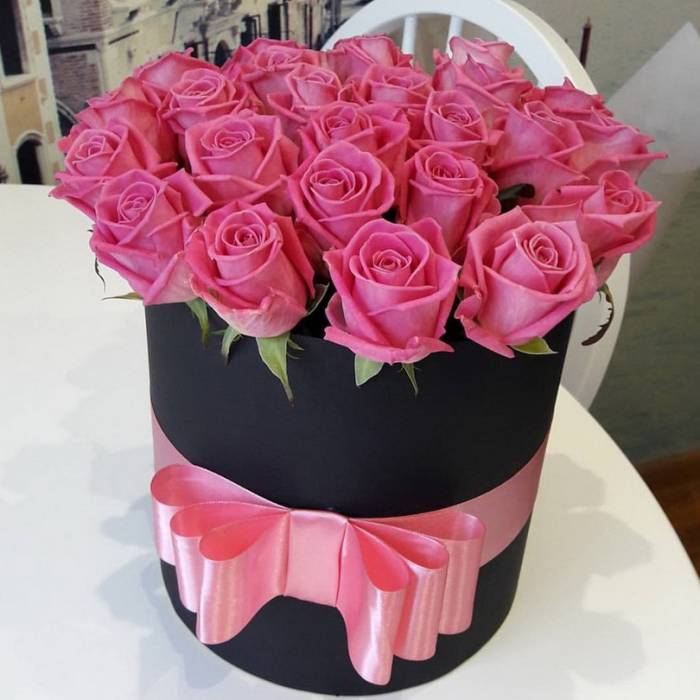 21 розовая роза в коробке R836