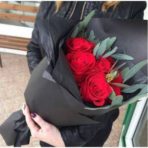 Букет 9 крупных красных роз R001