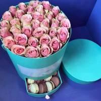 С розовыми розами и макаронсами R480