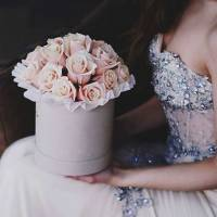 19 кремовых роз в коробке R472