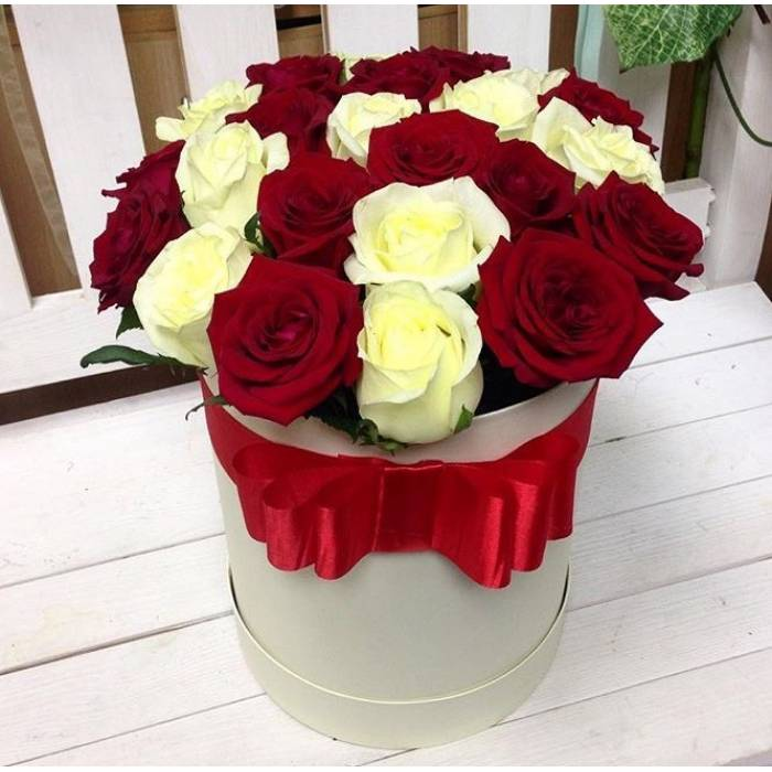 15 роз ассорти в коробке R539