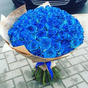 Букет 39 синих роз в крафте R607